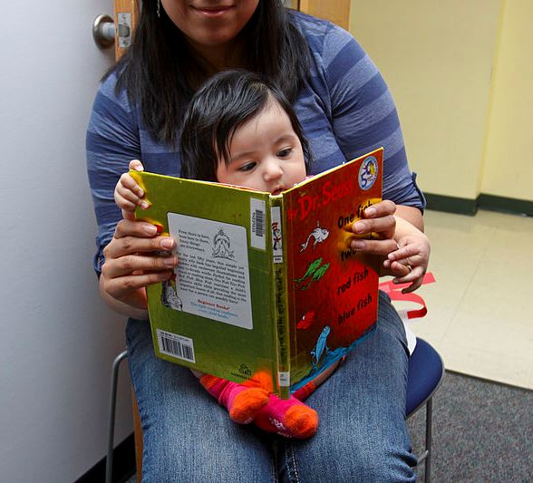 read_across_america_with_the_cat_in_the_hat_130301-m-mx805-253