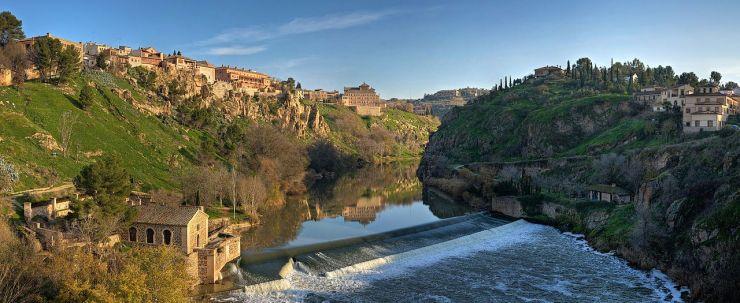 Tagus_River_Panorama_-_Toledo,_Spain_-_Dec_2006
